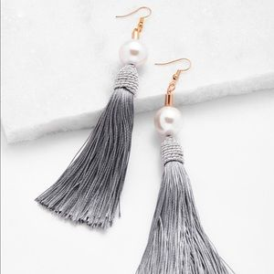 🖤GWEN Gray Tassel Earring W White Pearl Accent🖤